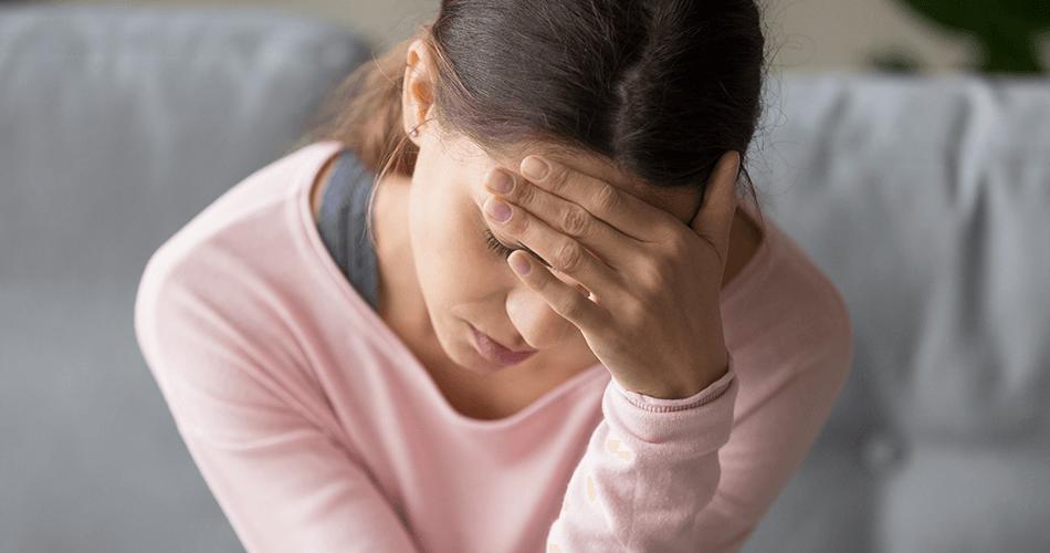 Dor de cabeça menstrual: entenda a relação e porque isso acontece